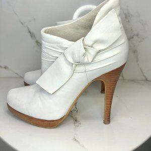 White Ankle boot with bow